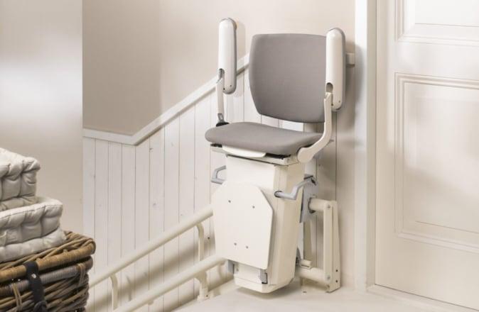 Omdat rechte trappen meer opelkaar lijken dan trappen met bochten zijn rechte trapliften uitermate geschikt om te huren of tweedehands te kopen.