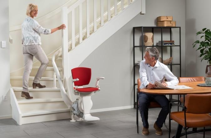 L'Otolift Modul-Air est le meilleur modèle pour un monte-escalier sur la courbe intérieure de l'escalier.